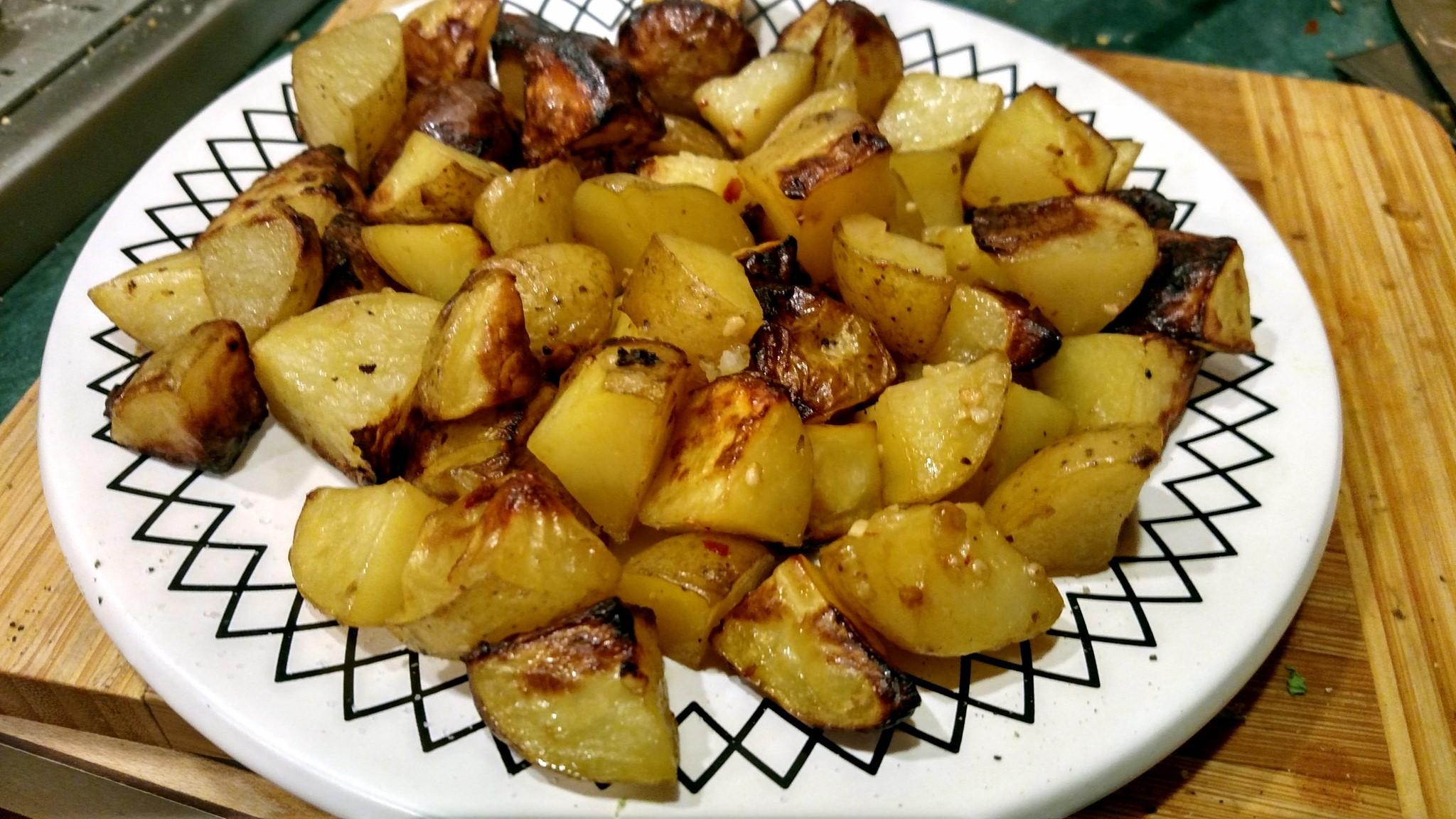 Garlic Roasted Potatoes – Healthy Binge Snack